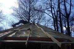 Kraftzehrende Arbeitshaltung auf'm Dach.
